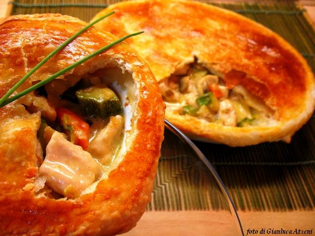 pie di pollo e verdure in crosta di pasta sfoglia