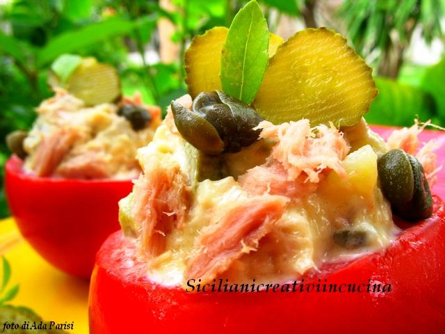 pomodori freddi ripieni di tonno e patate