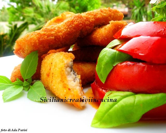 cotolette di pesce bandiera con pomodori grigliati