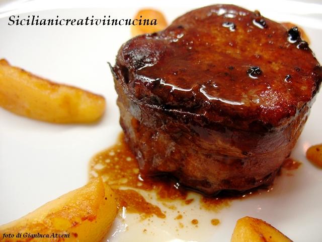 Filetto di maiale al forno con bacon e mele siciliani - Filetto di maiale al porto ...