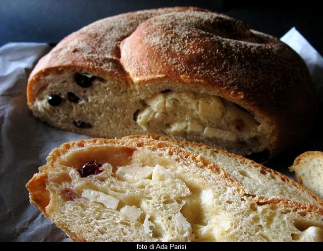 pane al pecorino e mirtilli rossi
