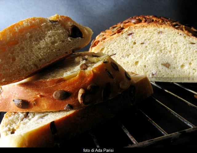 pane con cipolla di tropea e olive verdi