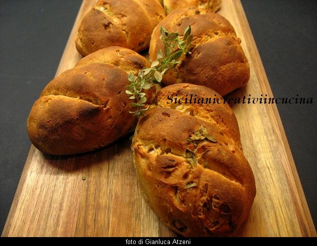 pane con cipolle di tropea e origano