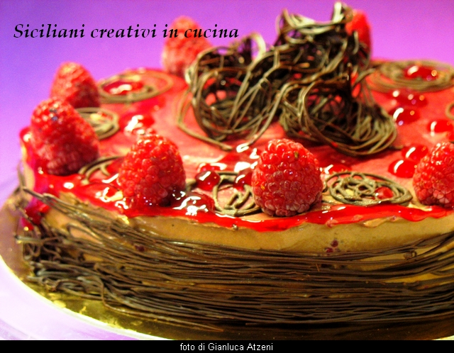 torta fondente ai lamponi con mousse di cioccolato e zenzero