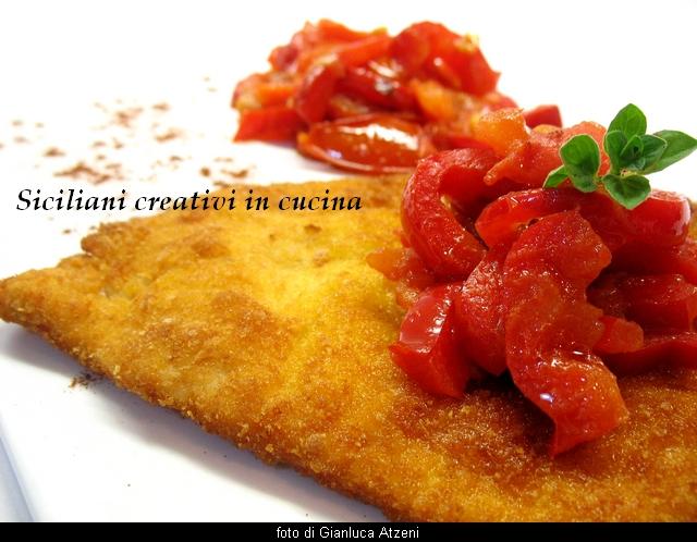 paprika-schnitzel di pollo (cotoletta di pollo con peperoni e pomodori alla paprika)