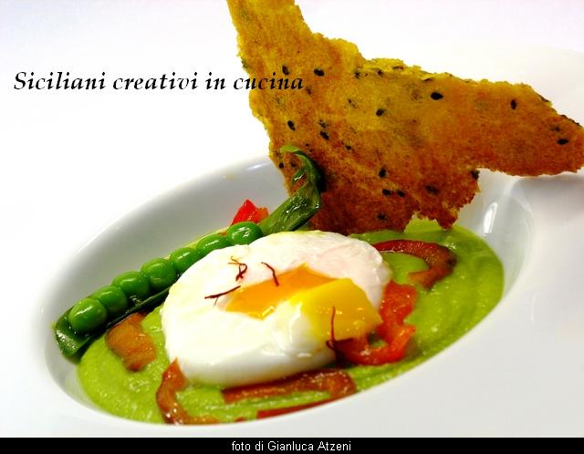 uovo poché su crema di piselli con cialda croccante di polenta allo zafferano