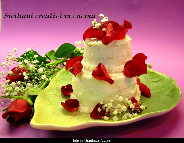 torta alla rosa con crema di ricotta e ciliege