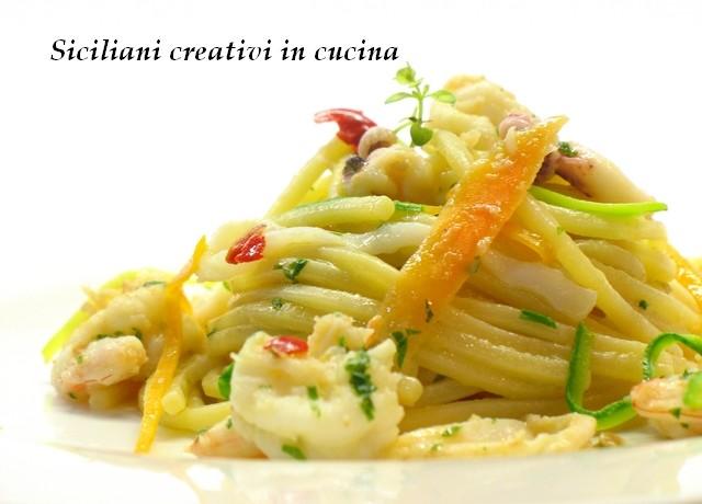 spaghetti tiepidi con colatura, gamberi e calamari marinati