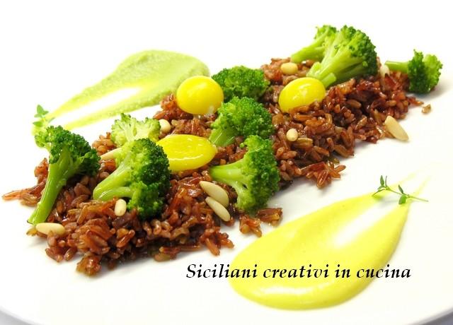 riso rosso con broccoletti al vapore e uova di quaglia