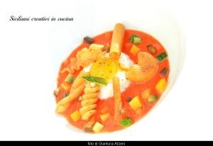 Mozzarella di bufala, tuorlo marinato, pasta croccante su cremoso di piennolo