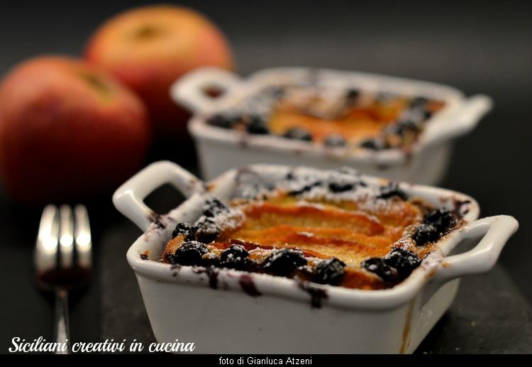 Flan di crema cotta con mele e mirtilli, un dolce facilissimo, che si prepara in 10 minuti, e che non si dimentica!