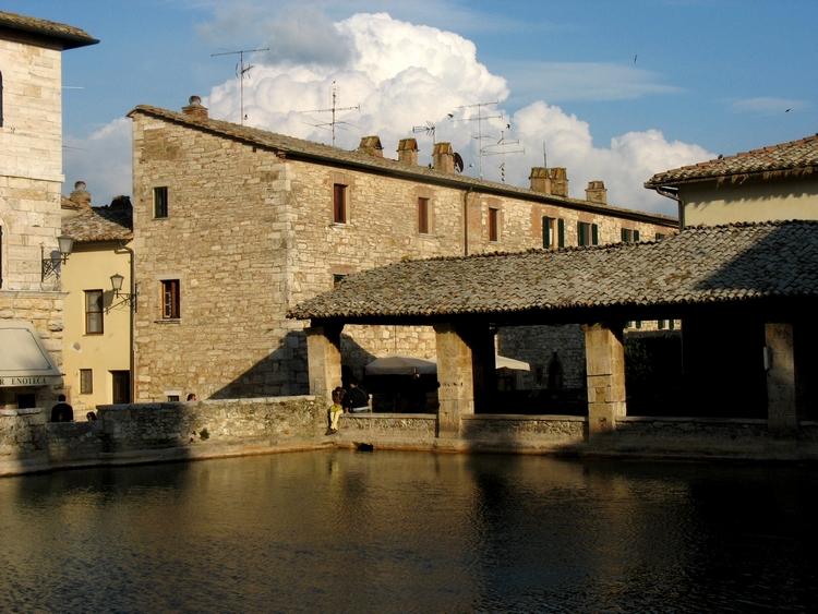 Itinerari in val d orcia paesaggi borghi e vino siciliani creativi in cucina - Osteria del leone bagno vignoni si ...