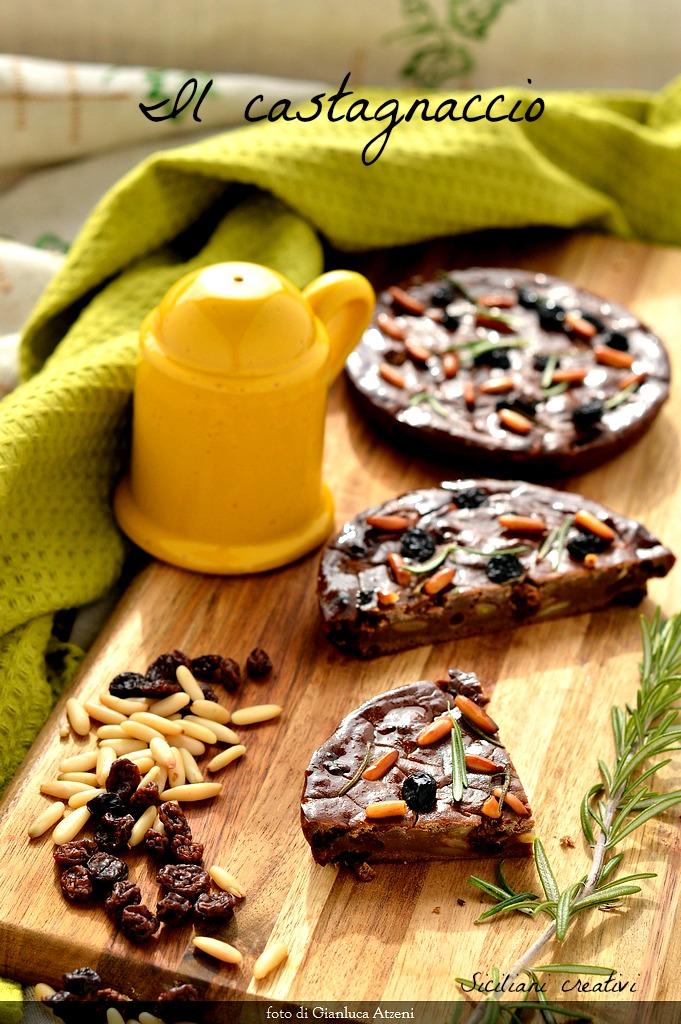 Il castagnaccio, morbido, saporito e naturalmente senza glutine. Ricetta facilissima della tradizione italiana