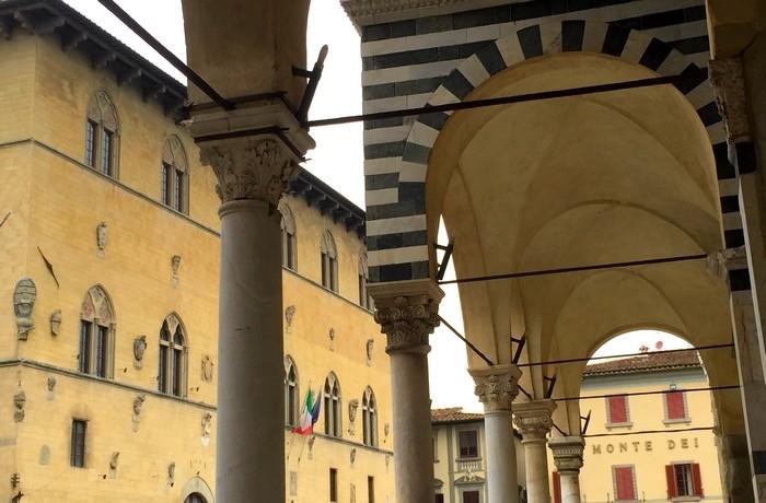 I portici del Duomo di Pistoia