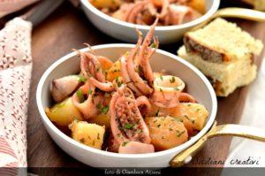 Deliziosi e morbidi i calamari in umido con patate