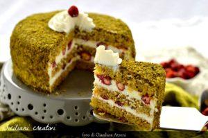 Torta al pistacchio con crema di ricotta e fragoline di bosco