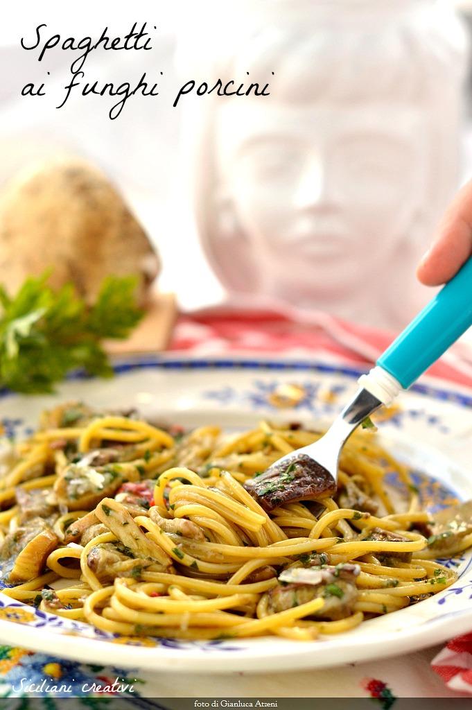 Pasta ai funghi porcini: tutti i trucchi per una pasta cremosa, al dente, non oleosa. In una parola, perfetta. Anche con la video ricetta.