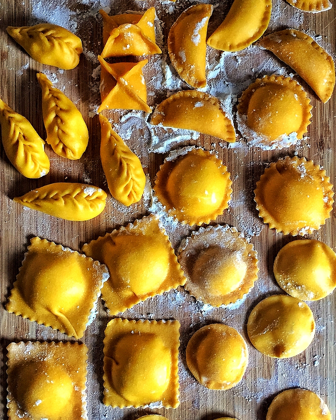 How do at home in a simple and quick ravioli of fresh egg pasta: dough, forms and fillings. With step by step video recipe